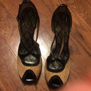 Oh Deer heels size 7.5. Cork /black never worn.